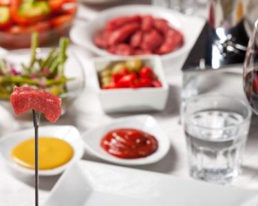 Fondue de Carnes & Bebida para Dois   Tasca dos Petiscos - 2 Locais