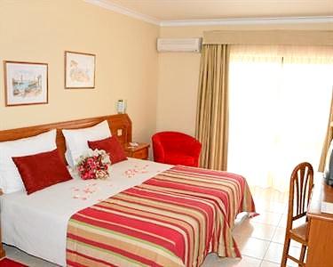 2 Noites c/ Jantar & SPA + Passeio de Barco | Atlântico Golfe Hotel 4*