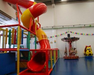Bem-Vindos ao Fantástico Toyland Park! Parque de Diversões Infantis