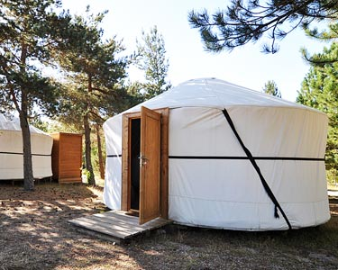 Verão em Yurt & Praia Fluvial   1 a 5 Noites  no Vale do Rossim