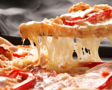 Novidade! Pizzas à Discrição & Garrafa de Vinho! 2 ou 4 Pessoas