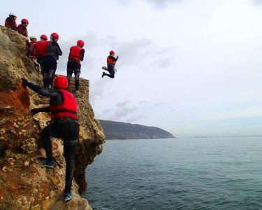 Adrenalina a Dois! Coasteering na Serra da Arrábida | Aventurem-se!