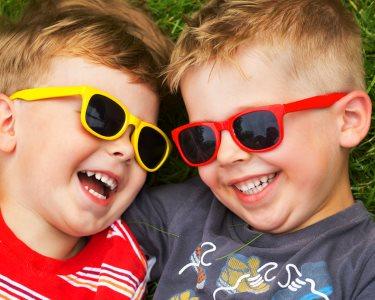 Verão Cheio de Estilo! Corte de Cabelo para Crianças   Parede