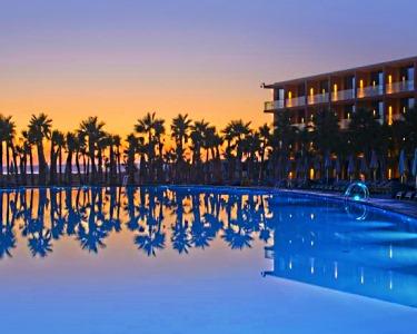 Resort 5* no Algarve | 2 ou 3 Nts em Meia Pensão | Praia dos Salgados