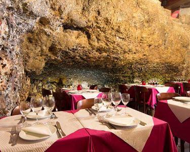 Gruta do Paraíso | Noite de Fado c/ Jantar em Alfama | 2 ou 4 Pessoas