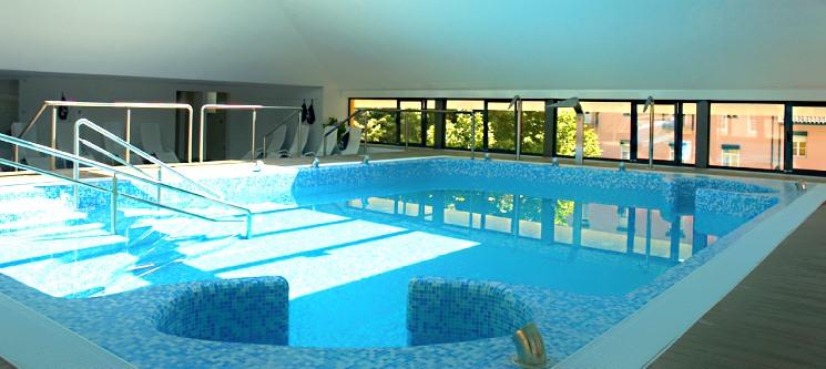 Águas do Gerês Hotel Termas & Spa   1 ou 2 Noites c/ Massagem ou Caminhada