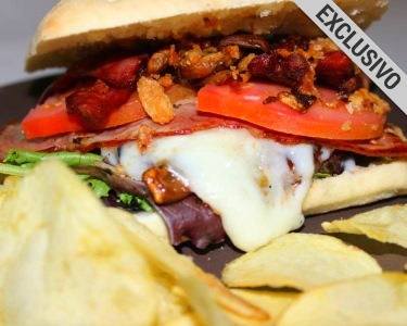 Fun Lunch no Lombos Klub | Hambúrgueres + Bebidas a Dois | Carcavelos