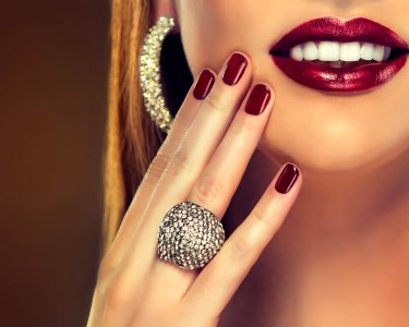 Beleza Perfeita: Aplicação Unhas de Gel ou Manutenção | 2 Locais