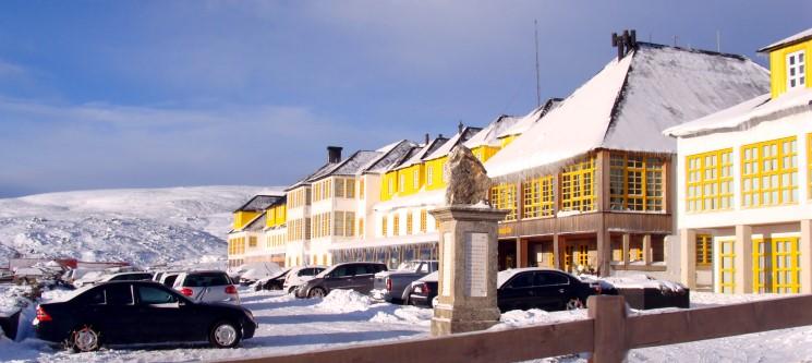 Escapadinha à Neve! 1 ou 2 Noites + Forfait + Material | Hotel Serra da Estrela