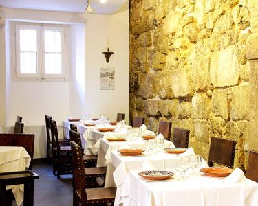 Páteo de Alfama! Jantar Completo a 2 c/ o Melhor Fado de Lisboa