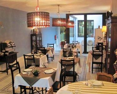 Jantar Romântico c/ Garrafa de Vinho a Dois | Bistrô - Centro do Porto