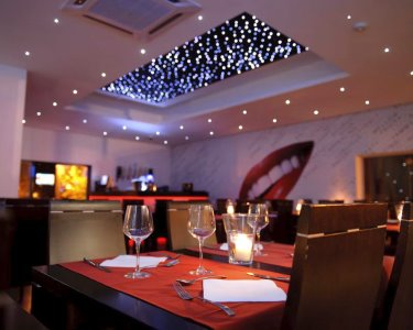 Romance no Flavour Sushi | 38 Peças de Sushi & Sobremesa para Dois
