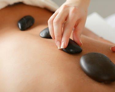 Puro Relaxamento: Massagem Pedras Quentes   45 Minutos   Cascais