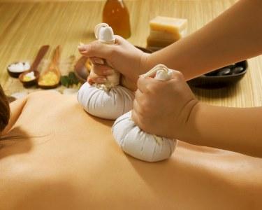 Massagem à Escolha: Pedras Quentes, Bambu, Pindas ou Velas | 2 Locais