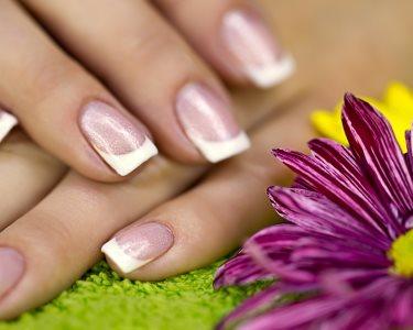 Mãos Perfeitas no Petit Salon! 2 Sessões de Manicure com Verniz Gel
