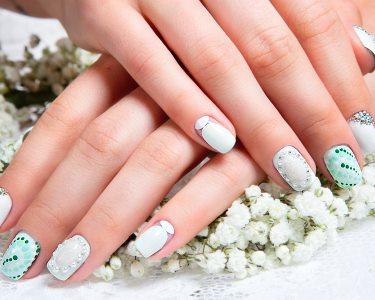Mãos Bonitas! 2 Manicures + Aplicação de Verniz Gel ou Tradicional