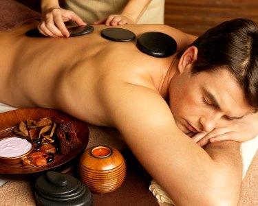 Para Ele! Massagem Hot Stones ou Esfoliação Corporal + Facial | 1h30