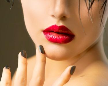 Glamour Nails! Spa de Mãos & Pés Gama ESSIE + Depilação Buço   SUITE 107