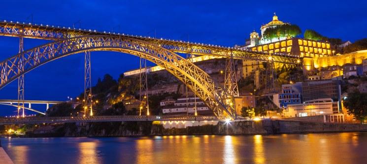 Noites c/ Passeio em Comboio Turístico & Visita às Caves Real Companhia Velha | H. Royal