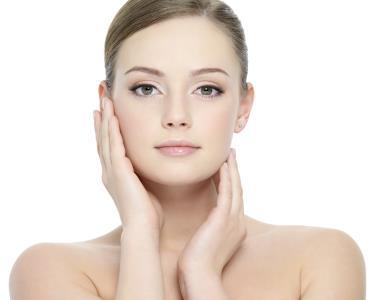 Rosto Cuidado em 3 Passos: Microdermoabrasão ou Fototerapia | Amoreiras