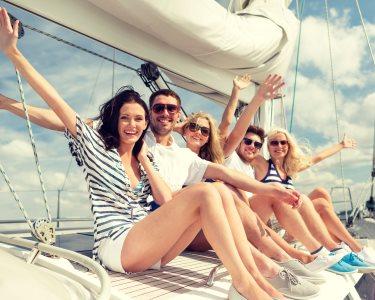 Velejar no Rio Tejo: um Luxo para 2 a 10 Pessoas | 2 Horas | Welcome Aboard Caisfino!