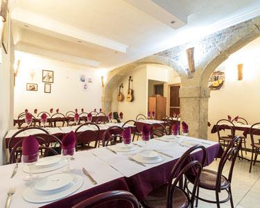 Jantar Português a Dois + Fado ao Vivo | Estaca Zero - Alfama