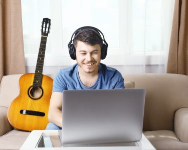 Curso de Guitarra Online | 3, 6 ou 12 Meses | Neil Hogan leva-o ao Mundo da Música!