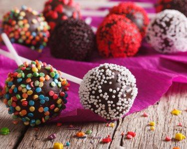 Cupcakes e Cake Pops: Aprenda a Colorir e Dar Mais Sabor às Festas | Lumiar
