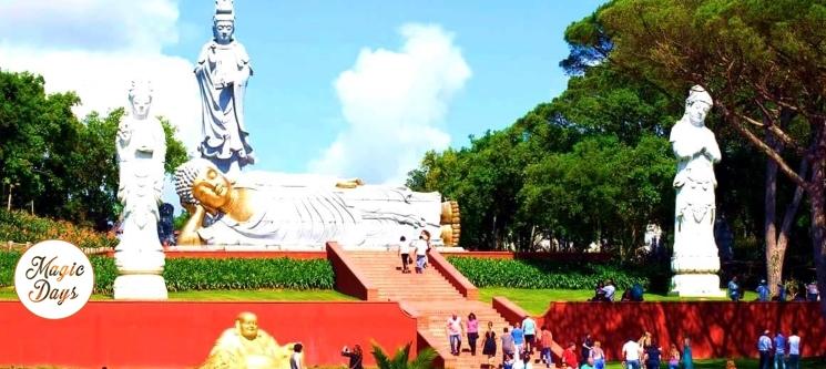 Noite com Vista Mar + 2 Entradas no Buddha Eden Jardim da Paz | Peniche