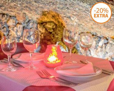Gruta do Paraíso: Jantar Romântico em Alfama para Dois