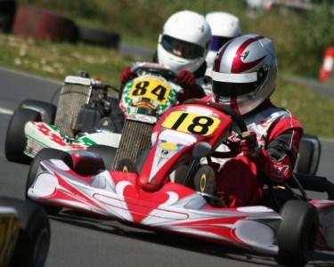 Acelere no Kartódromo de Évora! Kart de 200cc - 30 Min.   1 ou 2 Pessoas