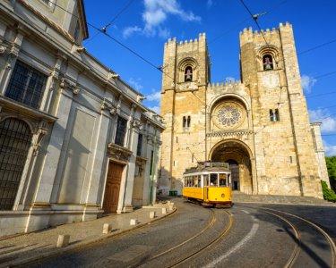 Descubra as Maravilhas de Lisboa: Passeio de TukTuk até 6 Pessoas!
