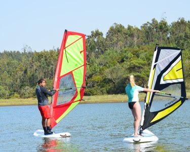 Baptismo de Windsurf na Lagoa de Óbidos   1h30 de Aventura Aquática!