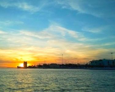 Passeio Sunset em Veleiro no Tejo   1h30   2 a 5 Pessoas   De Veleiro Rumo ao Pôr-do-Sol!