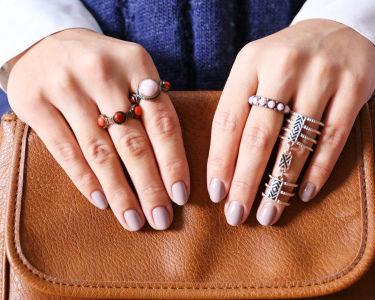 Manicure c/ Opção Pedicure: Tradicional, Gelinho ou Gel | Verniz ESSIE | Baixa