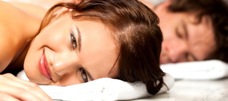 Massagem Relax a Dois & Brinde à Paixão à Escolha | 1 Hora | 2 Locais