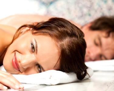 Massagem de Relaxamento a Dois & Brinde à Paixão à Escolha | 1 Hora | 2 Locais
