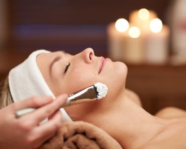 Spa Facial com Radiofrequência + Máscara + Massagem | 50 Minutos | Moita