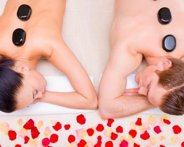 Massagem para Dois: ChocoLove, Velas ou Pedras Quentes | 2 Locais - Presente Especial!