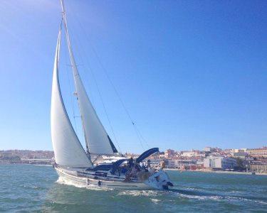 Veleje ao Pôr-do-Sol a Dois com Tapas e Vinho | 2h | Lisboa
