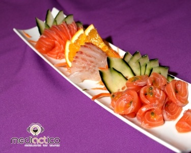 Entrada e 40 Peças de Sushi e Sashimi   2 Pessoas   MediACTico